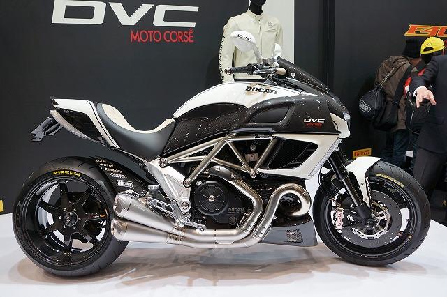 モトコルセさんのコンプリートバイク「DVC」です。
