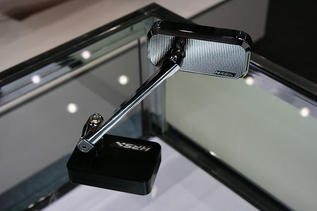 4ミニにも使えそうなミラー。小ぶりでデザイン製も高かったです。